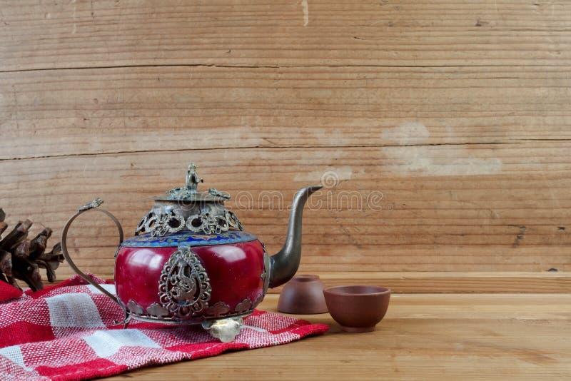 Uitstekende Chinese theepot die van het oude jade en zilver van Tibet met mo wordt gemaakt stock afbeeldingen