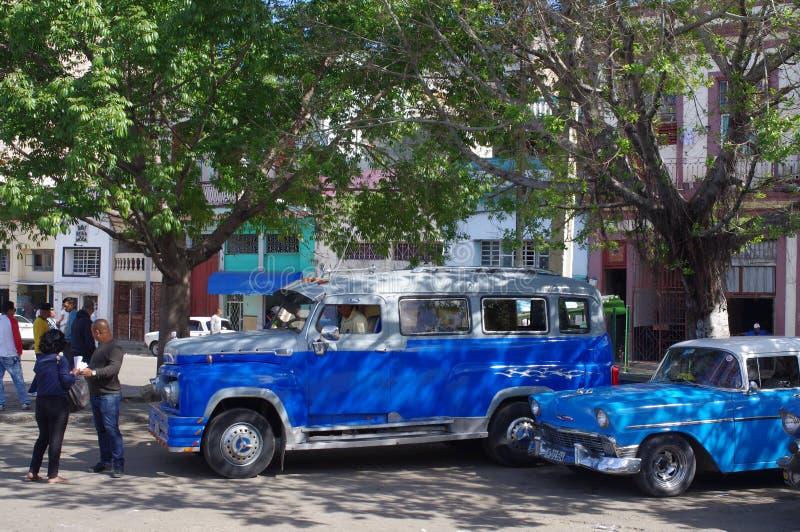 Uitstekende communale taxis in Havana, Cuba stock foto's