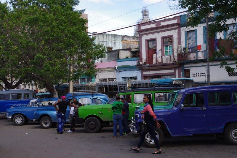 Uitstekende communale taxis in Havana, Cuba stock fotografie