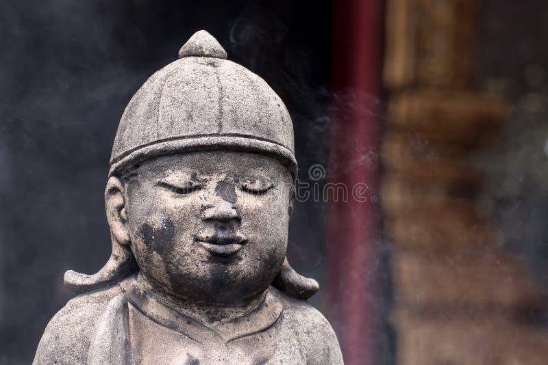 Uitstekende concrete standbeelden in Wat Chai Mongkon - Boeddhistische Tempel, royalty-vrije stock afbeelding