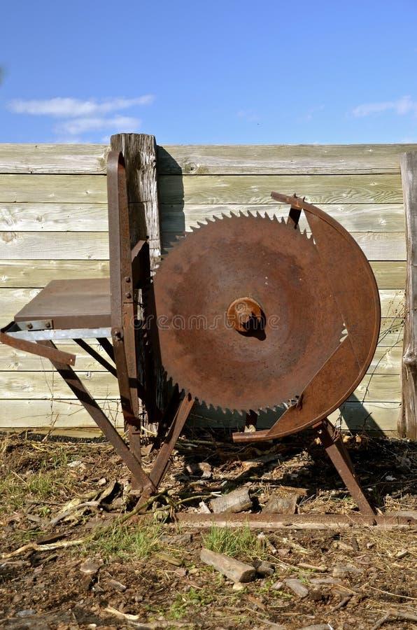 Uitstekende crosscut roestige houten zaag royalty-vrije stock foto's