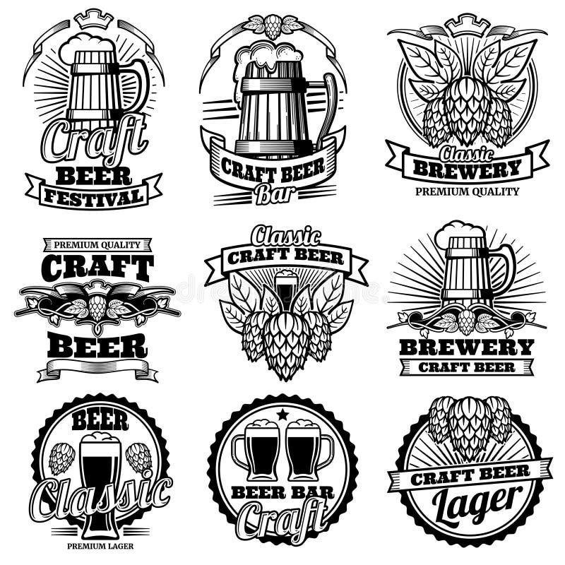 Uitstekende de bar vectoretiketten van de bierdrank Retro brouwerijemblemen en emblemen met hop en mok vector illustratie