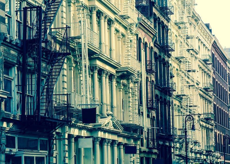 Uitstekende de StadsFlatgebouwen van Stijlnew york royalty-vrije stock afbeeldingen