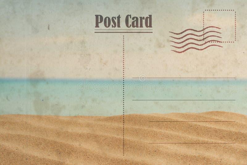 Uitstekende de Zomerprentbriefkaar Oceaan en zonnig strand stock afbeelding