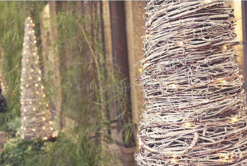 Uitstekende Decoratie Feestelijke Kerstbomen stock foto's