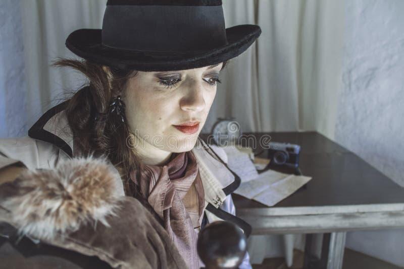 Uitstekende detectivevrouw stock foto