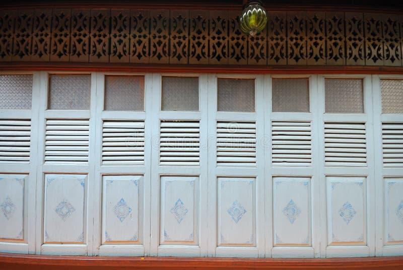 Download Uitstekende deur stock afbeelding. Afbeelding bestaande uit openlucht - 39103145