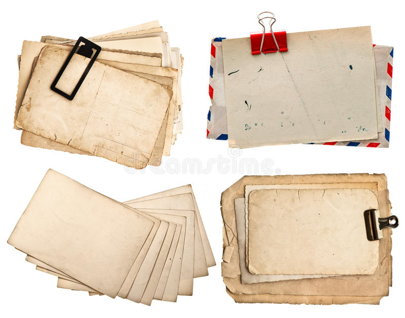 Uitstekende die brieven en prentbriefkaaren op wit worden geïsoleerd stock afbeeldingen