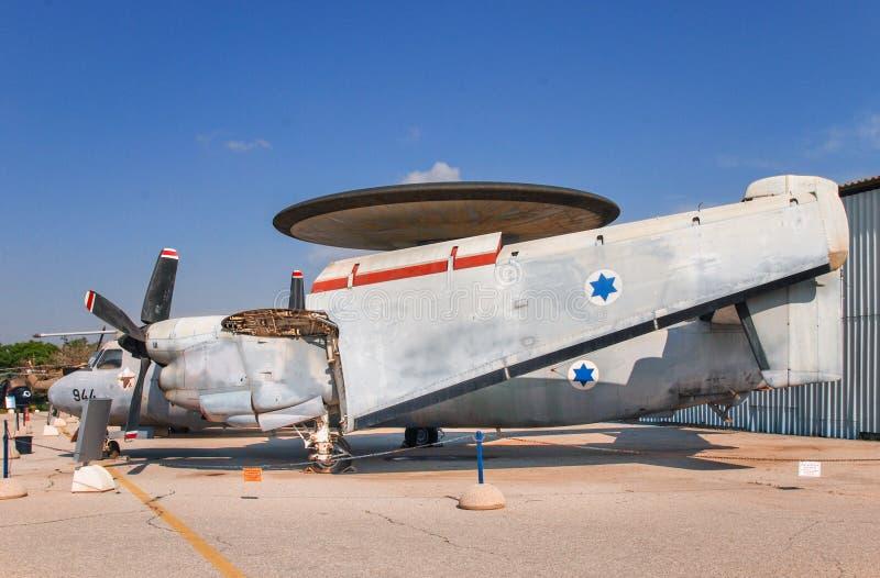Uitstekende die vliegtuigen Northrop Grumman e-2 Hawkeye bij het Israëlische Luchtmachtmuseum wordt getoond royalty-vrije stock fotografie