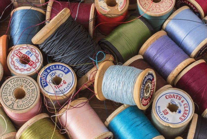 Uitstekende Draadspoelen in Kleur royalty-vrije stock foto's