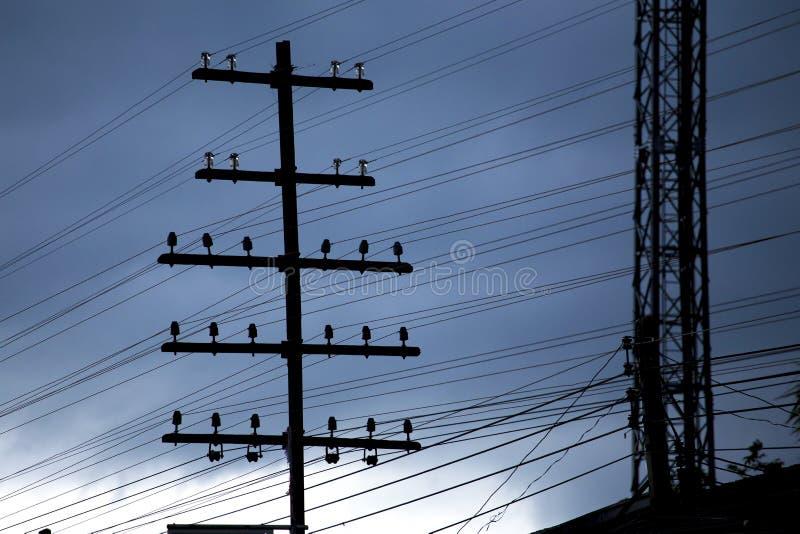 Uitstekende elektropool op avondtijd royalty-vrije stock foto