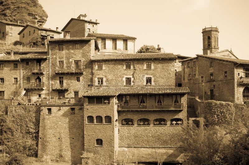 Uitstekende foto van algemene mening van Catalaans dorp stock afbeeldingen