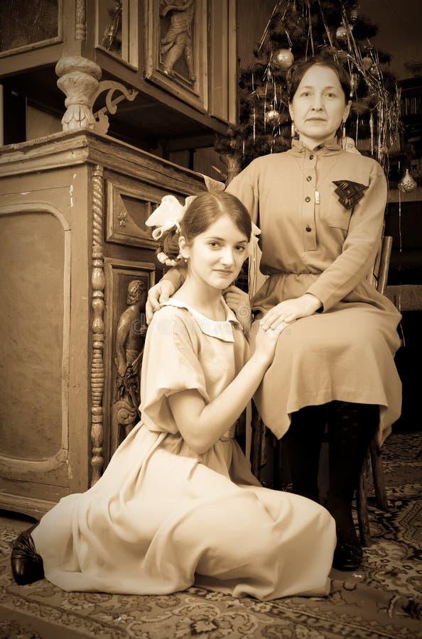 Uitstekende foto van de meisjes van de Tiener met moeder royalty-vrije stock foto