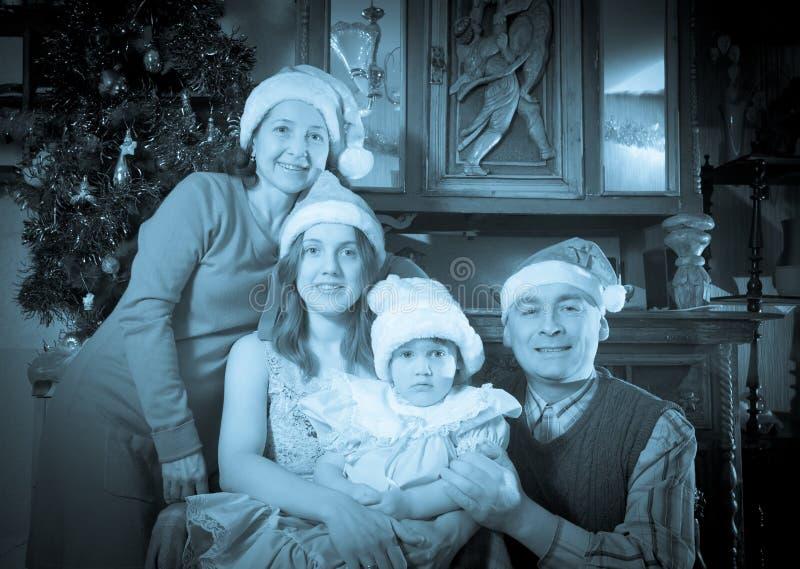 Uitstekende foto van gelukkige familie in Kerstmistijd royalty-vrije stock foto's
