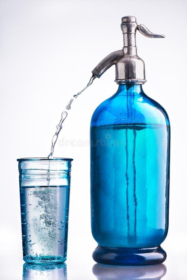Uitstekende glas en sifon water royalty-vrije stock fotografie