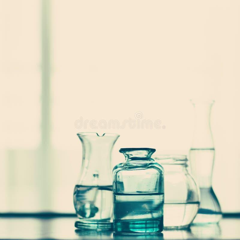 Uitstekende glaskruiken stock afbeeldingen