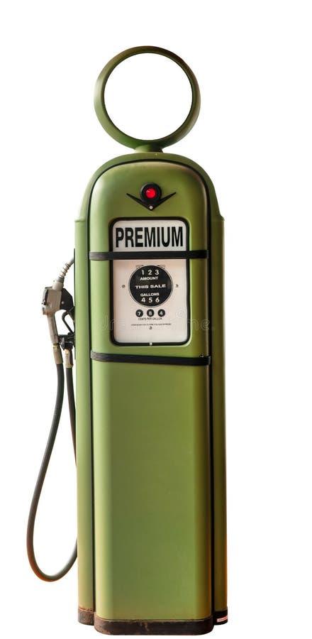 Uitstekende groene benzinepomp van oud benzinestation Benzinepomp het vullen pijpen op witte achtergrond worden geïsoleerd die Kl stock foto's
