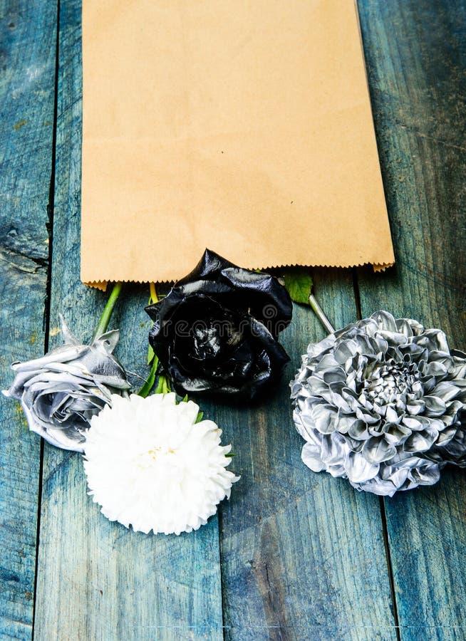 Uitstekende groetkaart retro huisontwerp rijkdom en rijkdom grunge De dag van de valentijnskaart liefdedocument brief Zilveren zw stock foto's