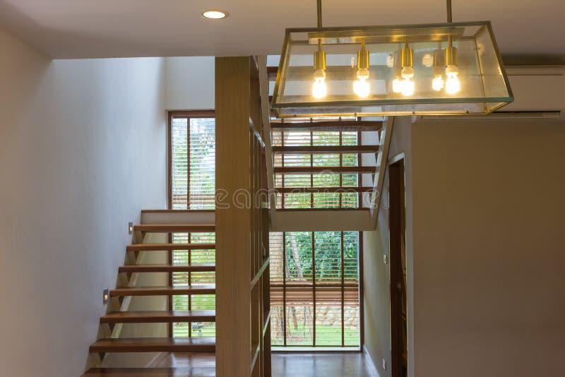 Uitstekende houten ladder binnenlandse achtergrond stock fotografie