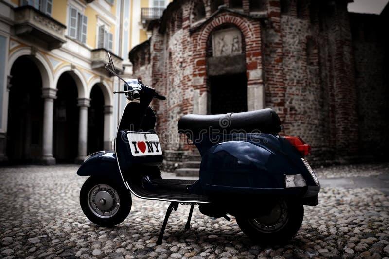 Uitstekende Italiaanse autoped royalty-vrije stock afbeelding