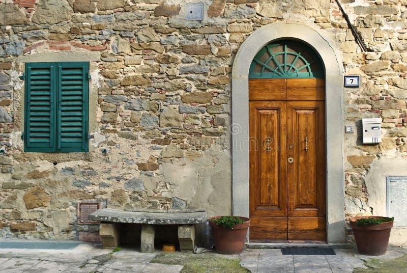 Uitstekende Italiaanse voordeur royalty-vrije stock foto