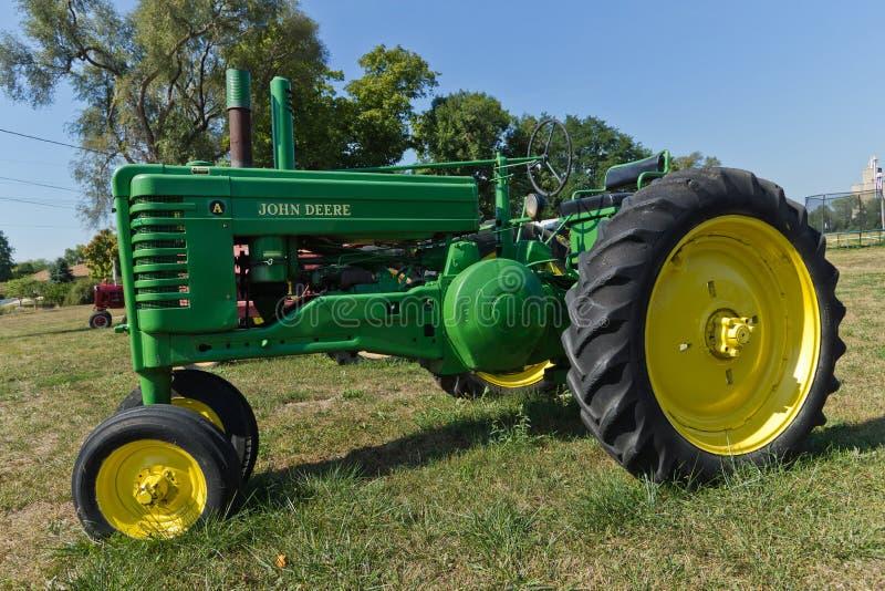 Uitstekende John Deere Model A Tractor royalty-vrije stock afbeelding
