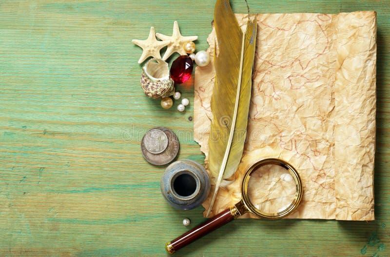 Uitstekende kaart, meer magnifier kompas, royalty-vrije stock afbeelding