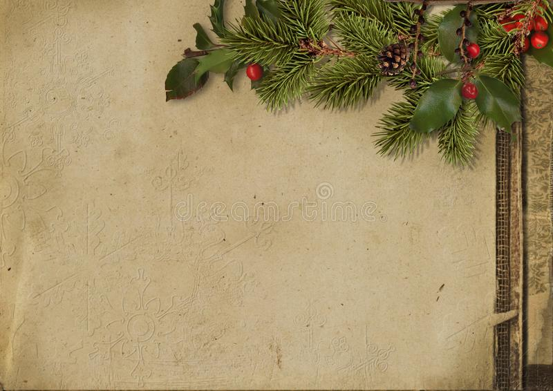 Uitstekende Kerstkaart Boomtak en hulst op grungedocument royalty-vrije stock afbeeldingen