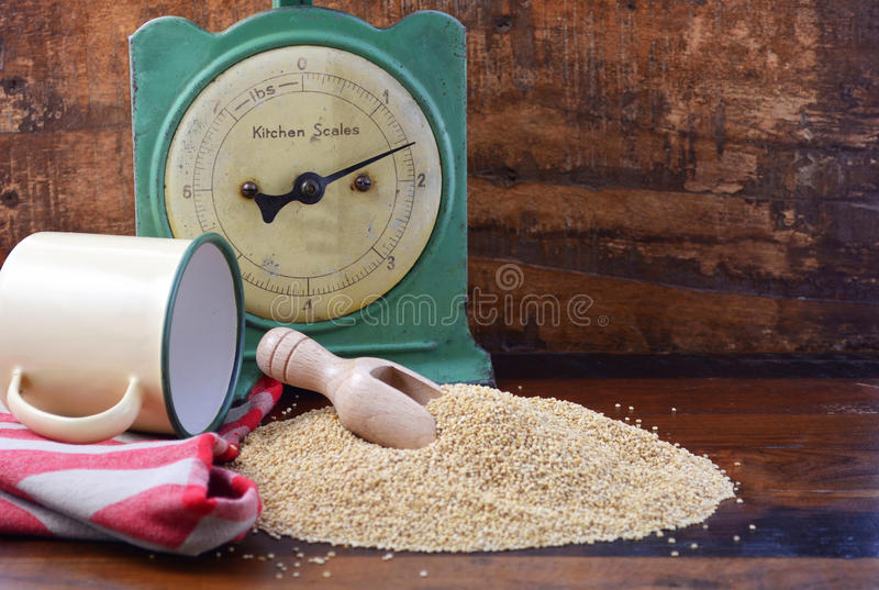 Uitstekende keuken met quinoa korrel stock afbeelding