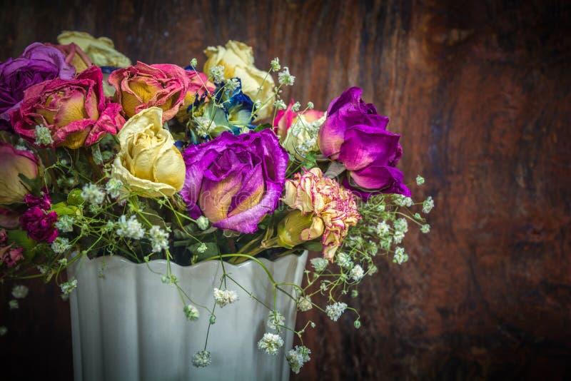 Uitstekende kleurrijke bewaarde bloemen stock foto