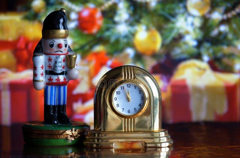 Uitstekende klok en Notekraker stock afbeeldingen
