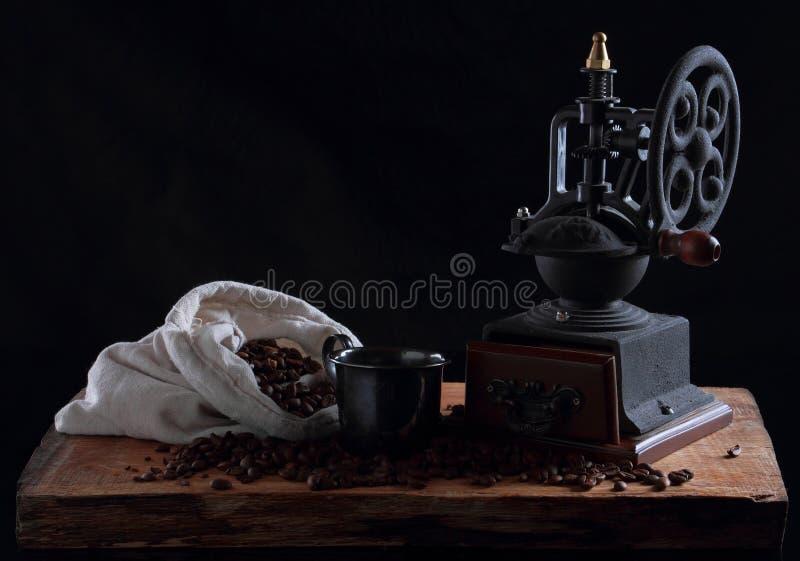 Uitstekende koffiemolen stock foto