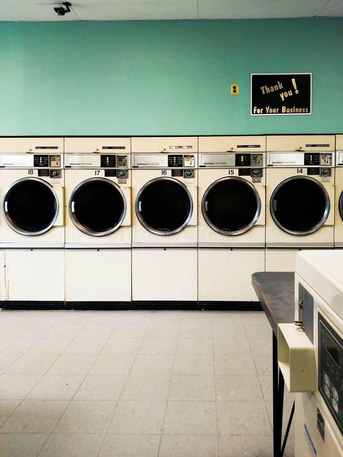 Uitstekende Laundromat stock afbeeldingen