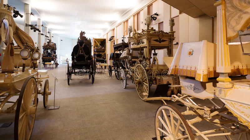 Uitstekende lijkwagens in Catafalque Museum in Barcelona stock fotografie