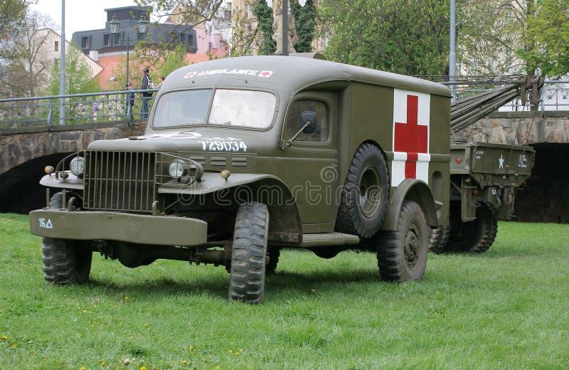 Uitstekende militaire ziekenwagen stock afbeelding