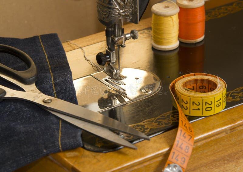 Uitstekende naaiende uitrusting stock afbeelding