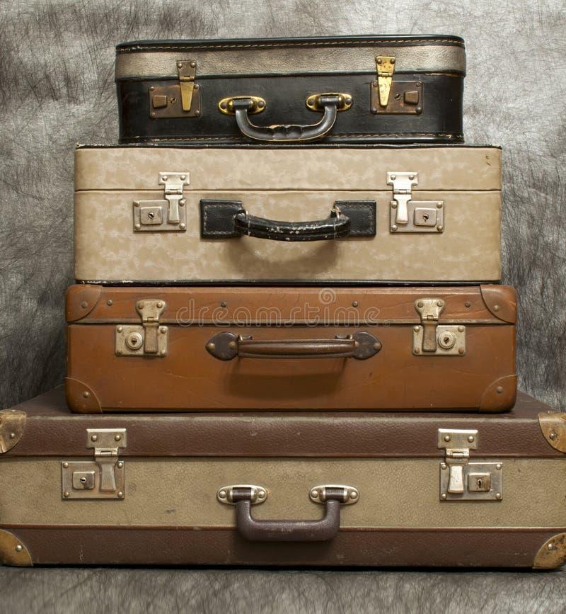 Uitstekende, oude koffers op stapel stock foto