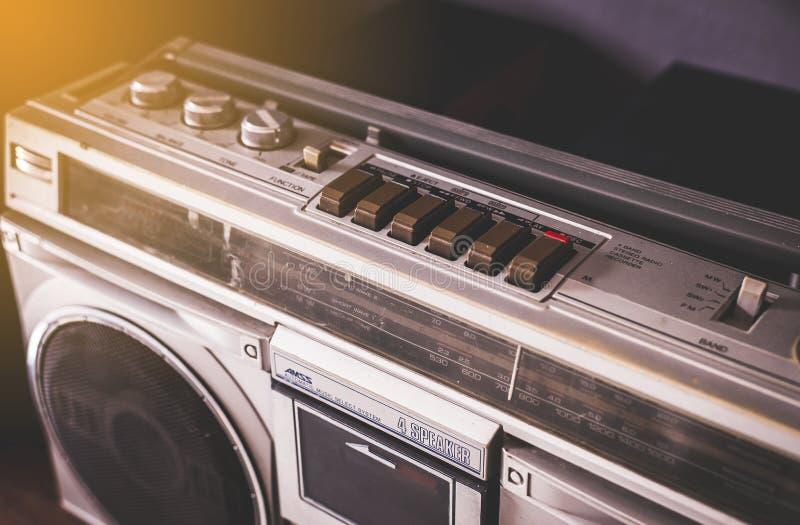 Uitstekende radiocassettestereo-installatie en CD-registreertoestel, retro technologie royalty-vrije stock afbeelding