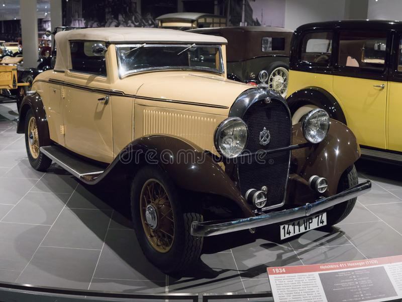 Uitstekende Retro Auto Hotchkiss 411 Hossegor bij het Museum stock afbeeldingen