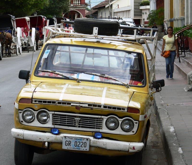 Uitstekende retro auto in Nicaragua stock afbeelding