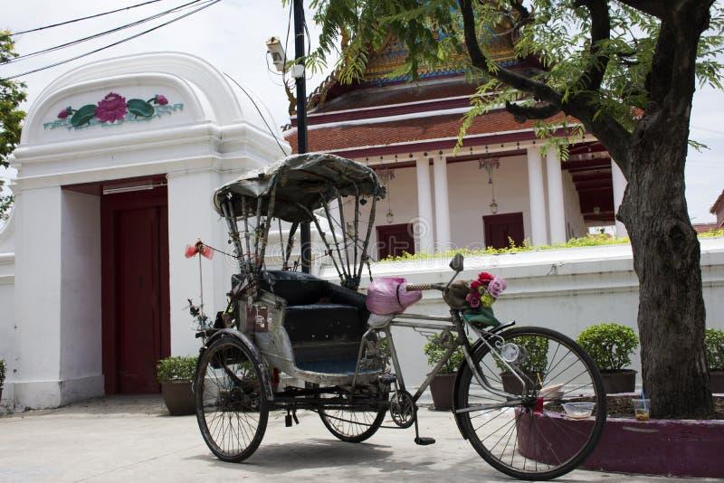 Uitstekende retro fiets of riksja met drie wielen van Thaise stijl stock foto's