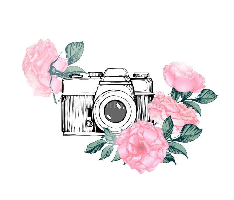 Uitstekende retro fotocamera in bloemen, bladeren, takken op witte achtergrond Hand getrokken vector royalty-vrije illustratie