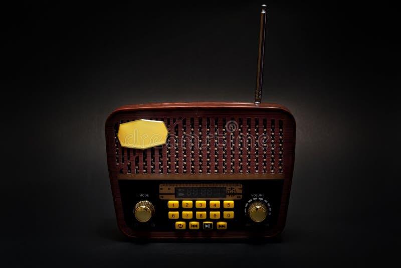 Uitstekende retro kijkt MP3 speler op Zwarte Achtergrond royalty-vrije stock fotografie