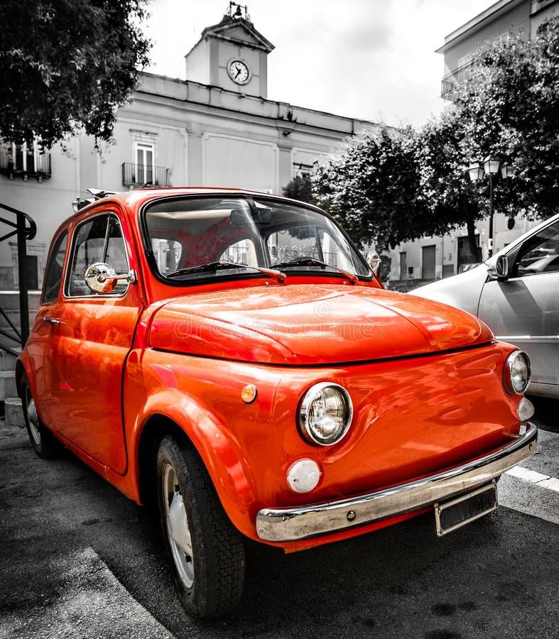 Uitstekende rode Italiaanse zwart-witte ital van de auto oude selectieve kleur royalty-vrije stock afbeeldingen