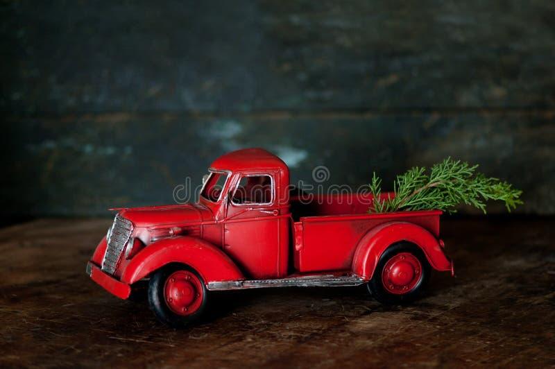 Uitstekende Rode Vrachtwagen stock fotografie