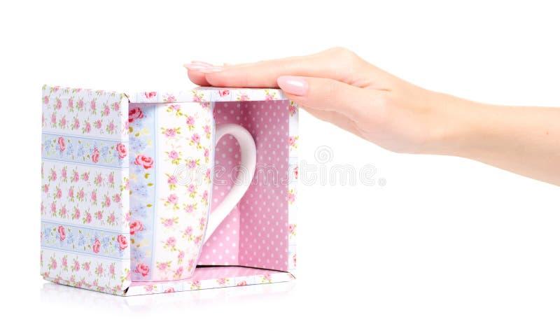 Uitstekende roze blauwe de bloemdoos van de kopmok ter beschikking royalty-vrije stock afbeeldingen