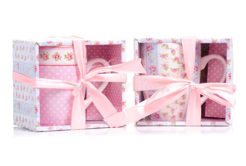 Uitstekende roze blauwe de bloemdozen van de koppenmok royalty-vrije stock foto's