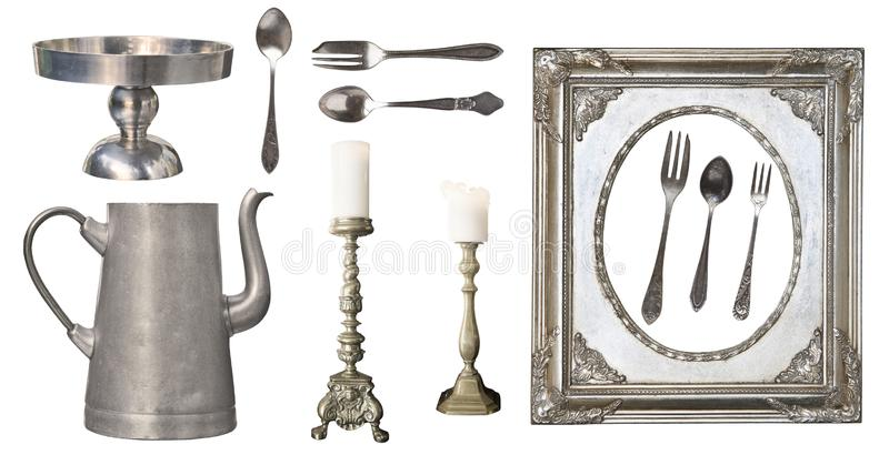 Uitstekende schotels Oude die lepel, vork, mes, ketel, kader op witte achtergrond wordt ge?soleerd royalty-vrije stock afbeeldingen