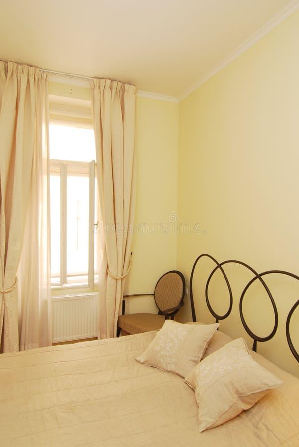 Uitstekende slaapkamer stock afbeeldingen