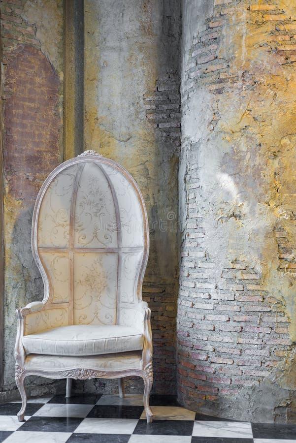 Uitstekende stoel stock afbeeldingen